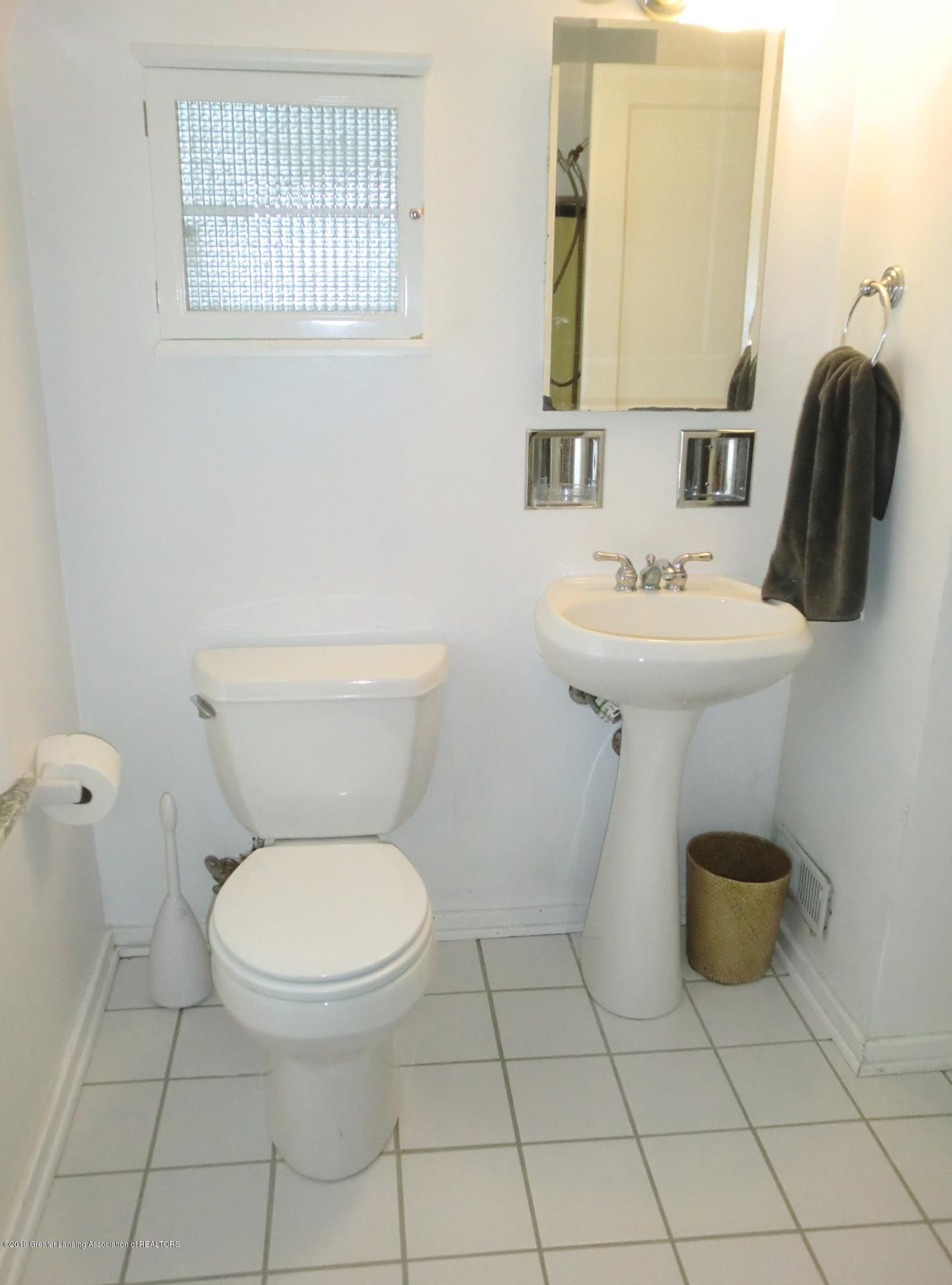 704 Beech St - Full Bath - 19