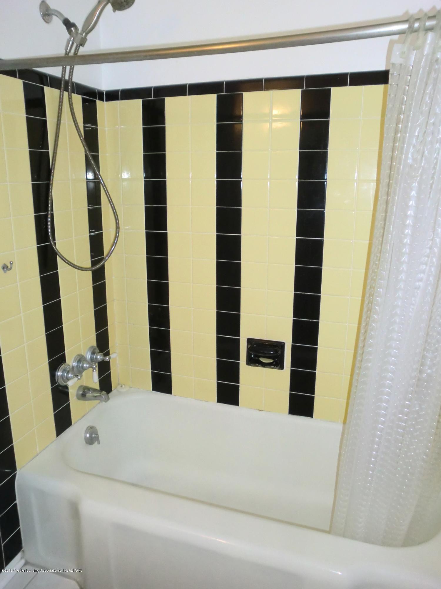 704 Beech St - Full Bath - 20