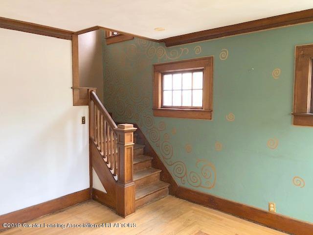 2209 S Washington Ave - Living Room - 4