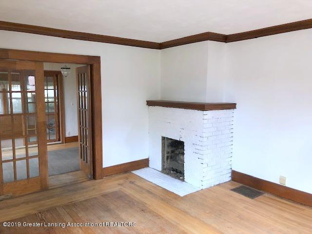 2209 S Washington Ave - Living Room - 6