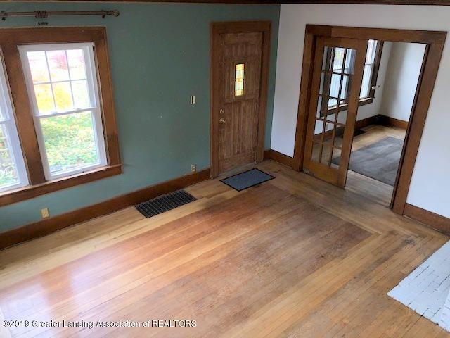 2209 S Washington Ave - Living Room - 7
