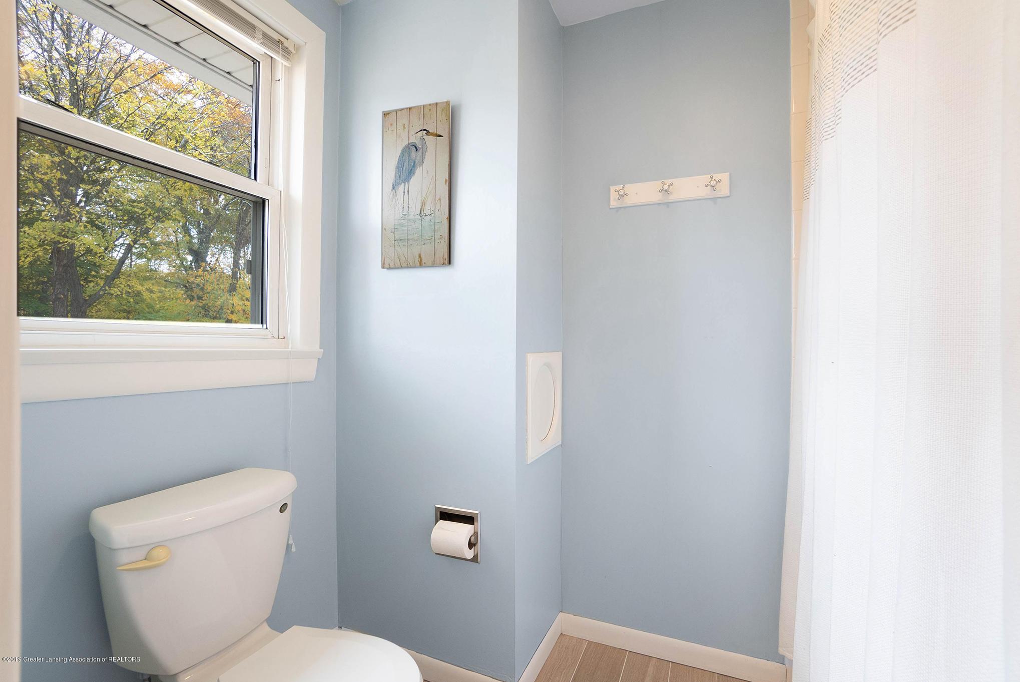 11418 Nixon Rd - Upstairs Full Bath - 27