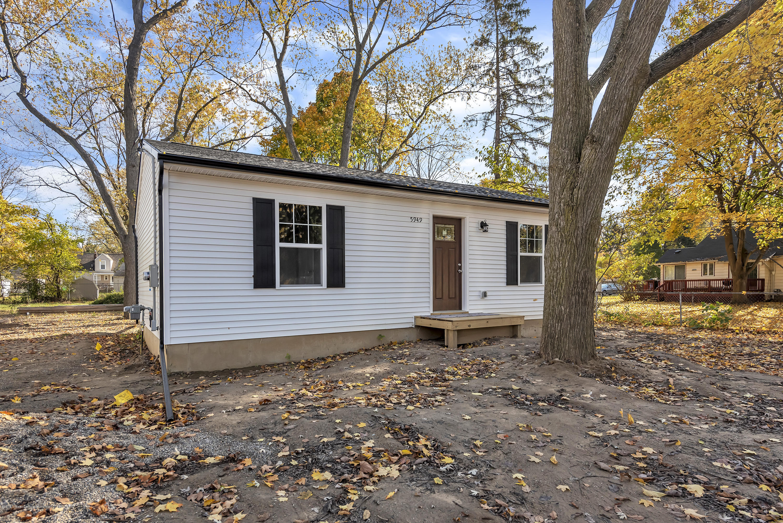 5949 Selfridge Blvd - Front porch - 4