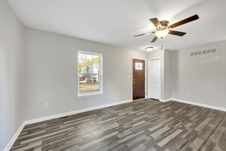 5949 Selfridge Blvd - living room - 10
