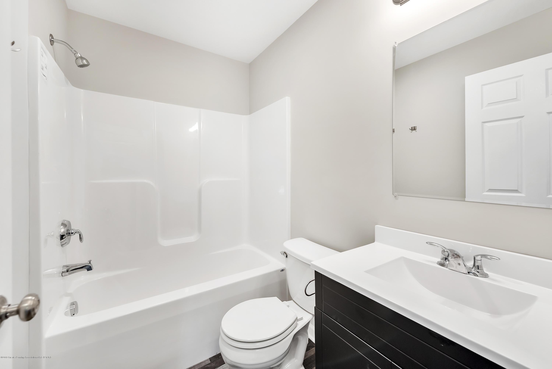 5949 Selfridge Blvd - upstairs bath - 16