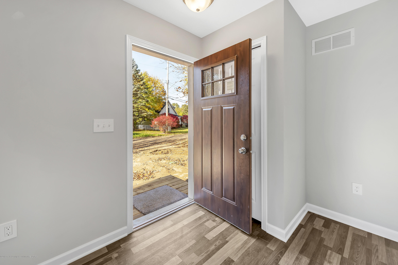 5945 Selfridge Blvd - entryway - 6