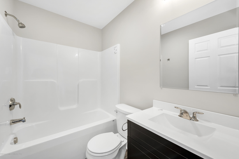 5945 Selfridge Blvd - upstairs bath - 14