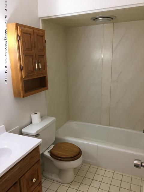 3427 W Jolly Rd - Bathroom - 12