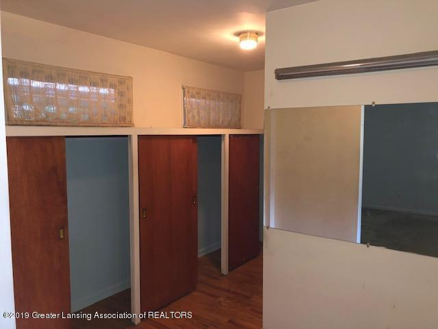 1435 N Harrison Rd - Dressing Area - 9