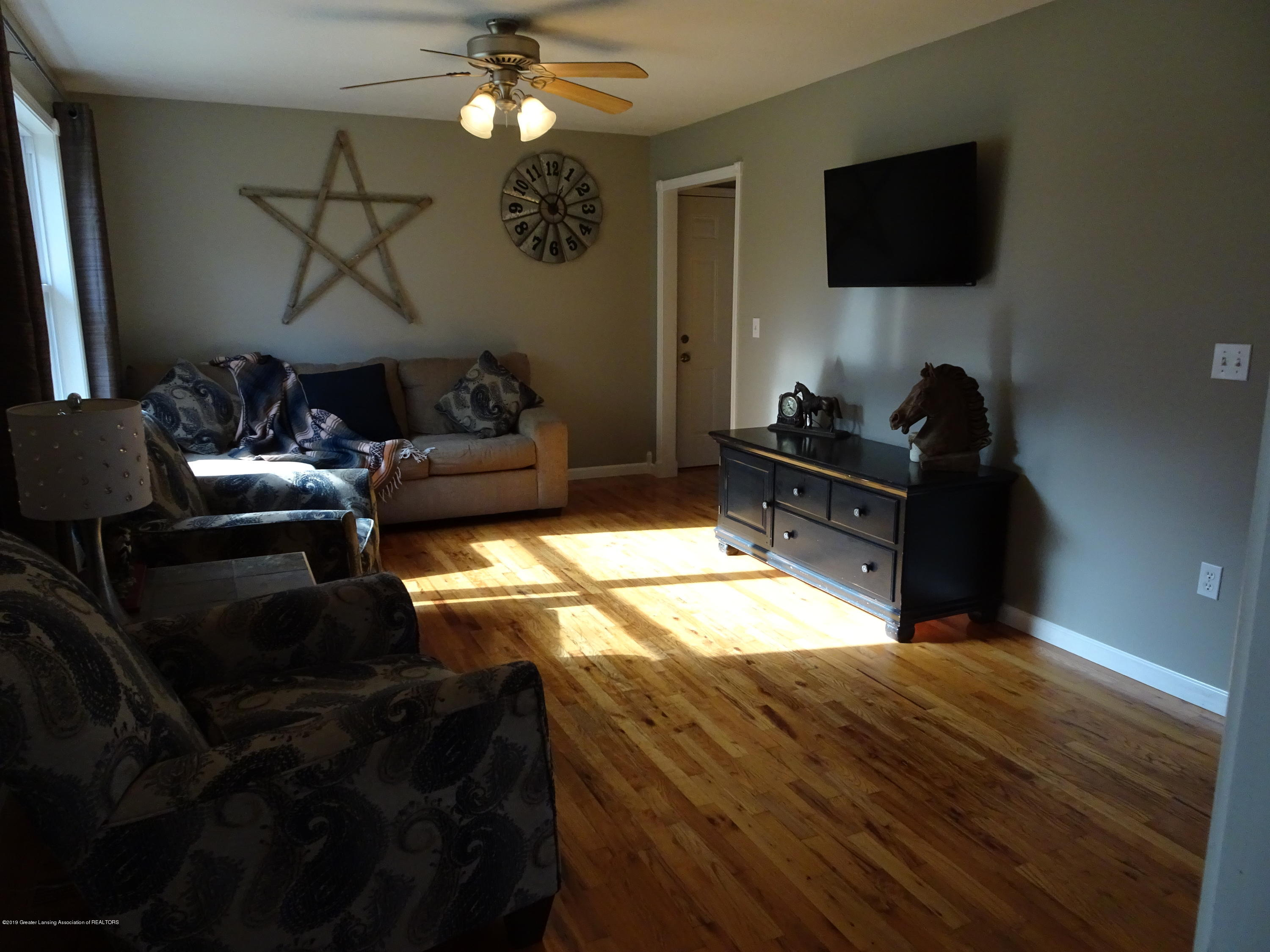 10010 Garrison Rd - Living room - 9
