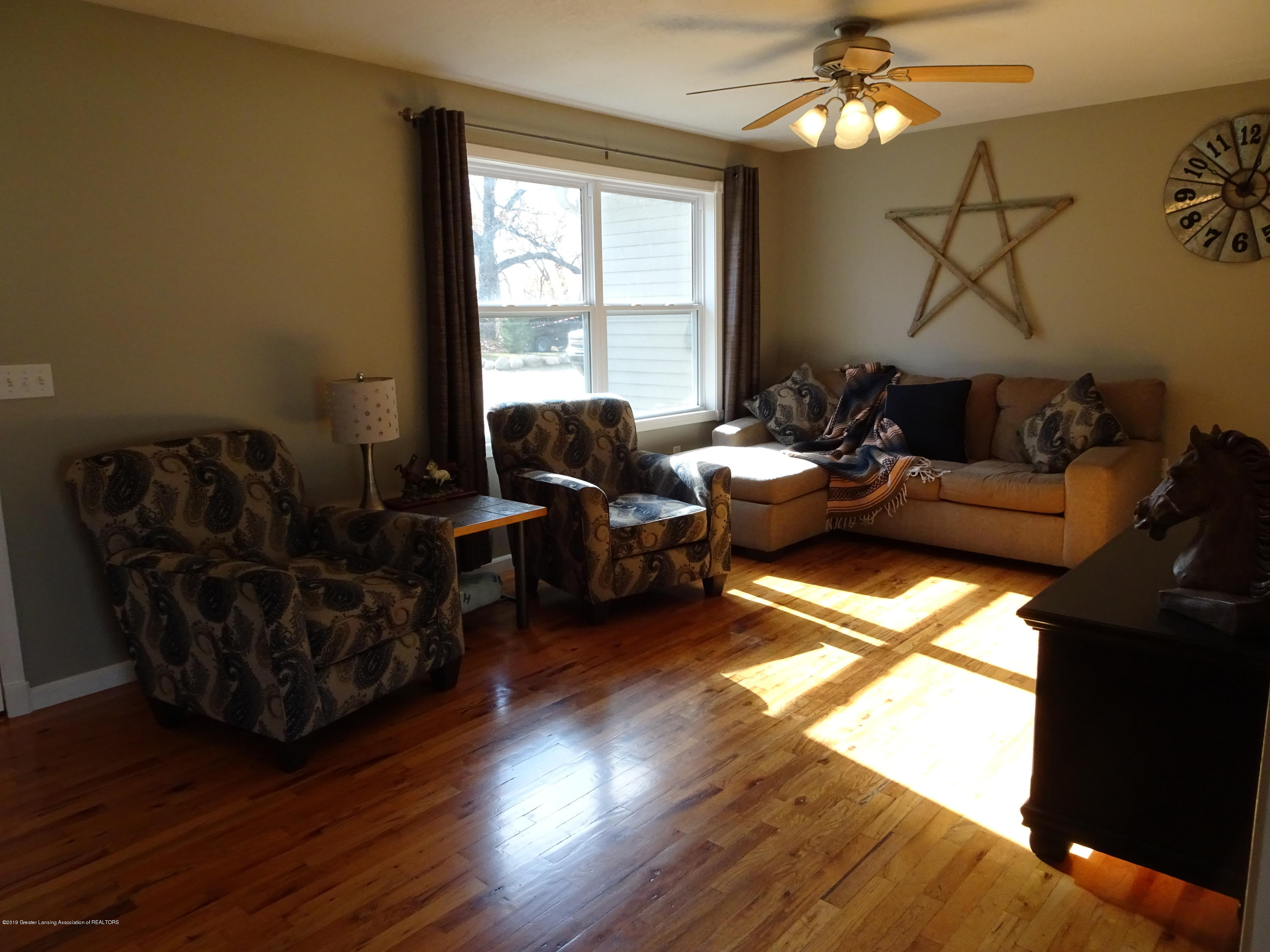 10010 Garrison Rd - Living room - 10