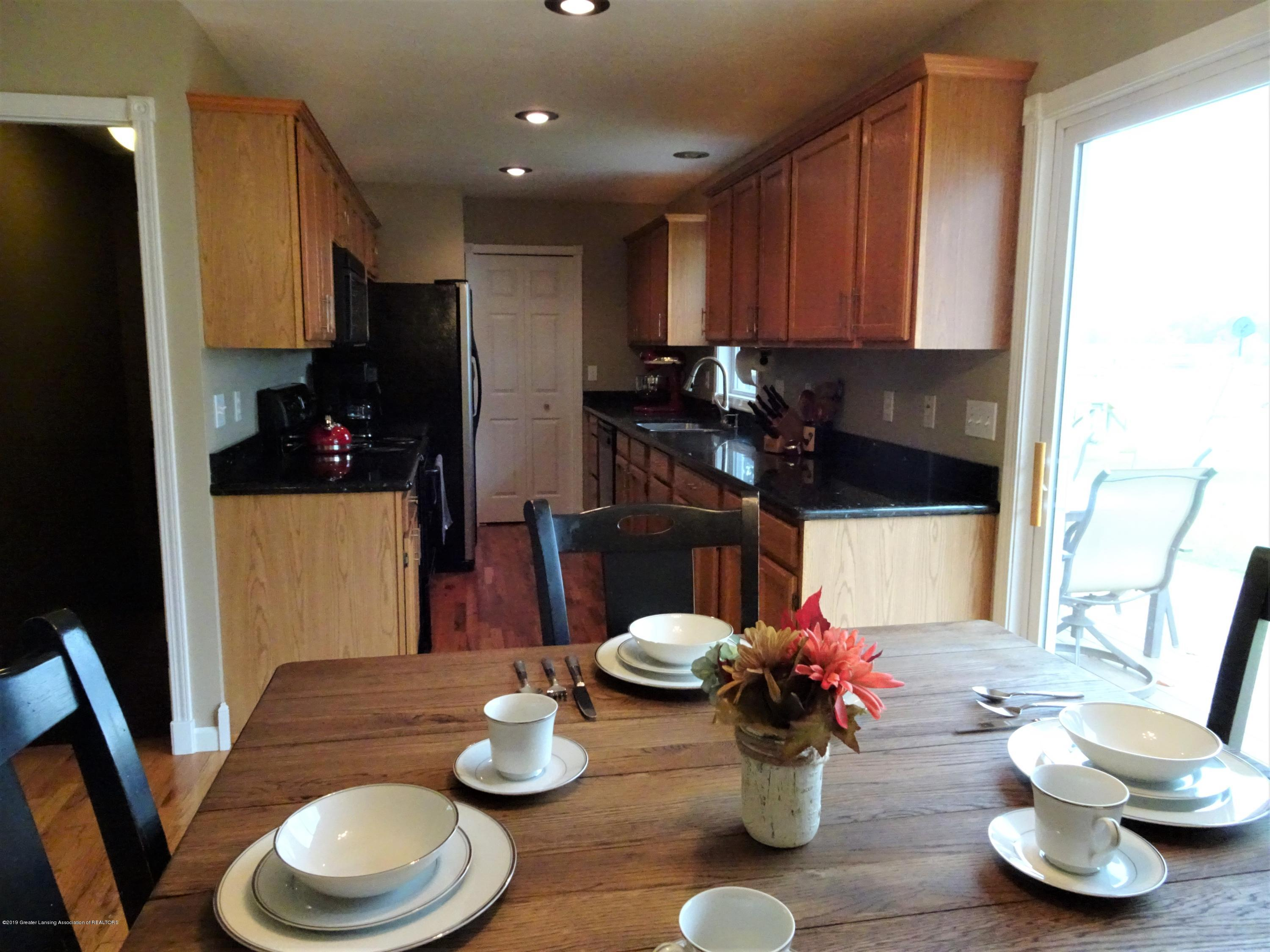 10010 Garrison Rd - eat in kitchen - 14
