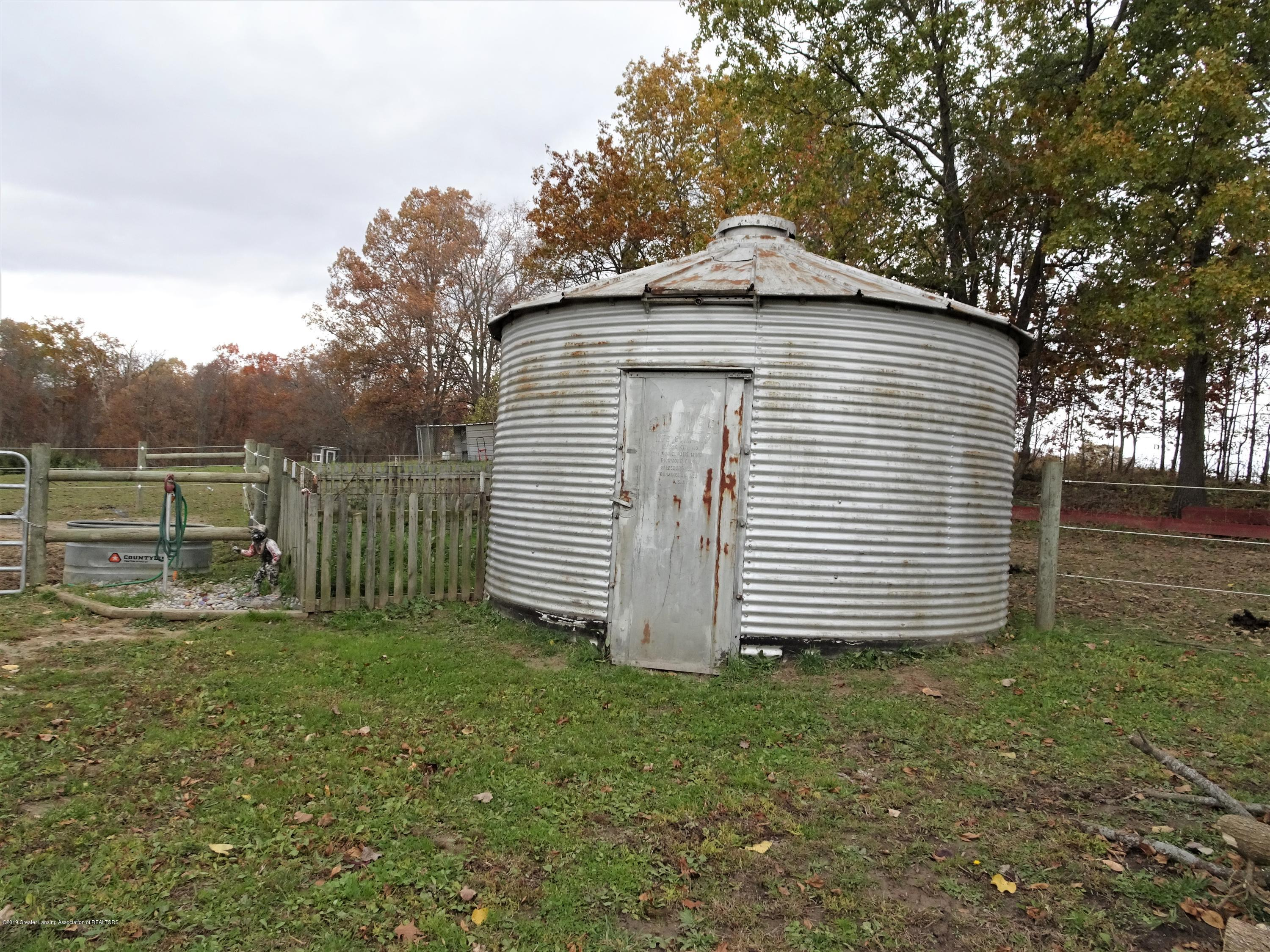 10010 Garrison Rd - small animal barn - 37