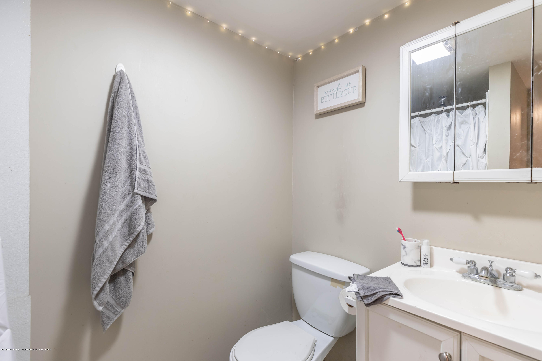 581 Cornell Ave - cornell 2nd floor bath - 20