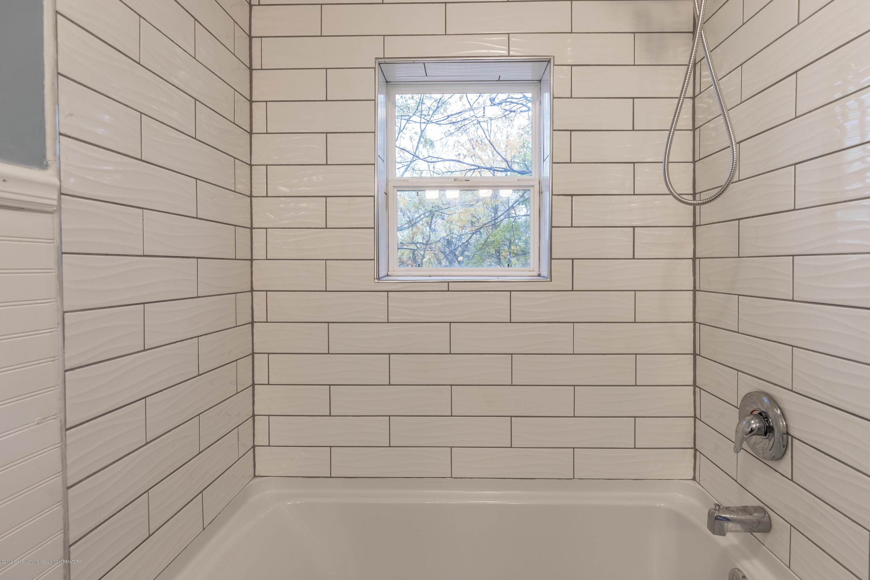 906 N Sycamore St - Full Bath - 15