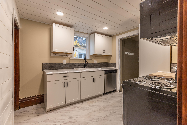 906 N Sycamore St - Kitchen - 8