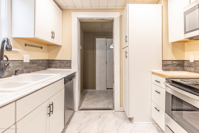 906 N Sycamore St - Kitchen - 6