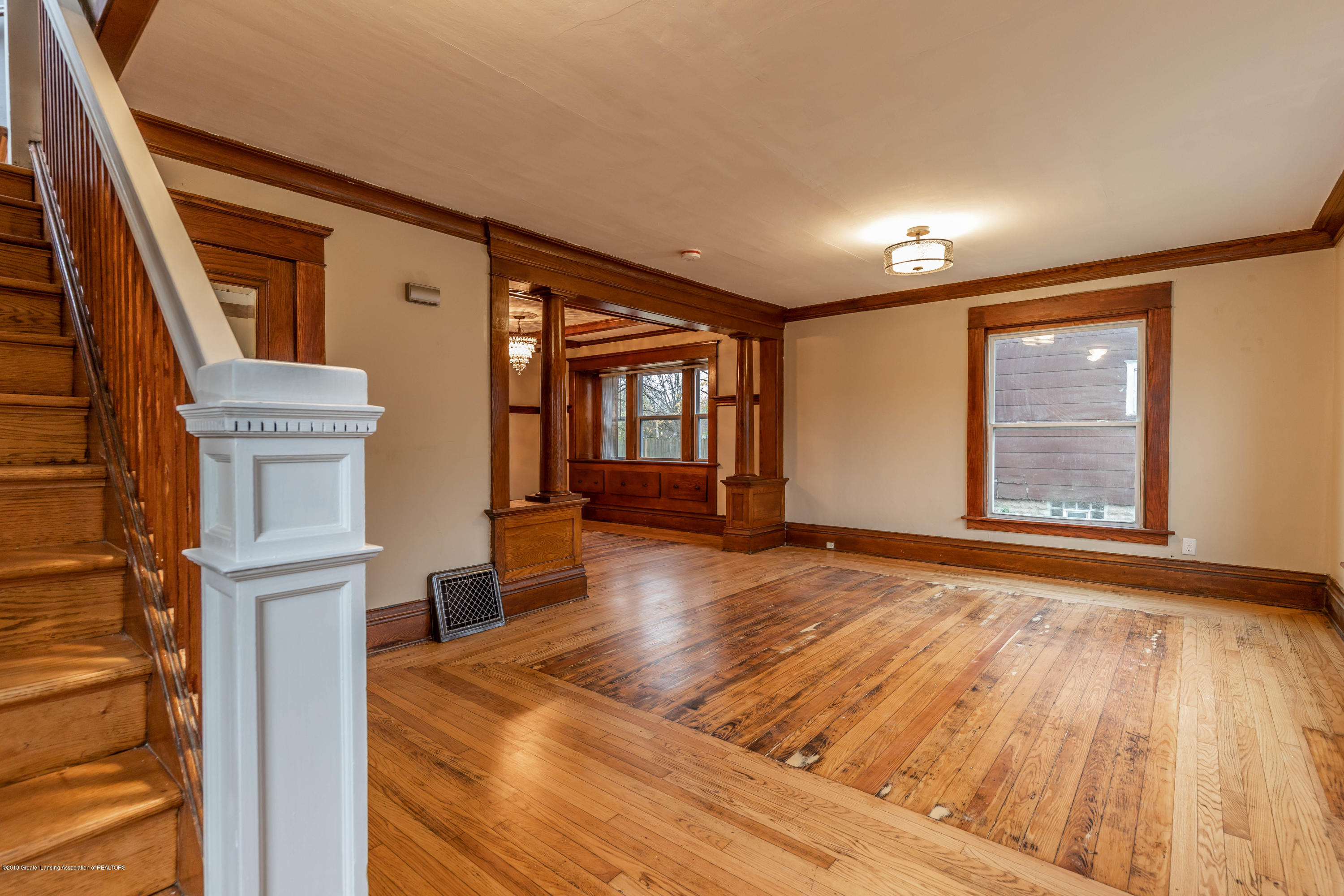 906 N Sycamore St - Living Room - 11
