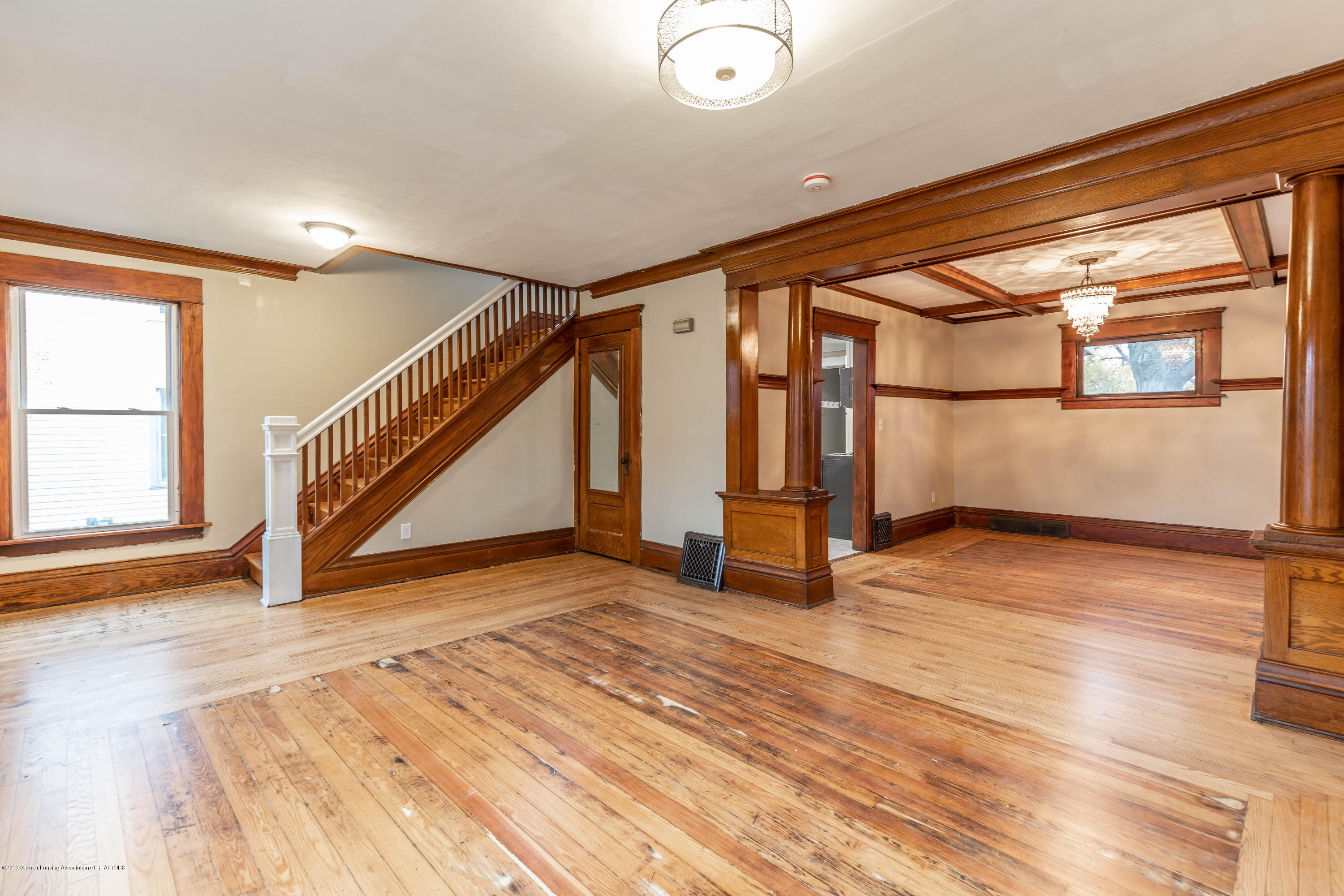 906 N Sycamore St - Living Room - 12