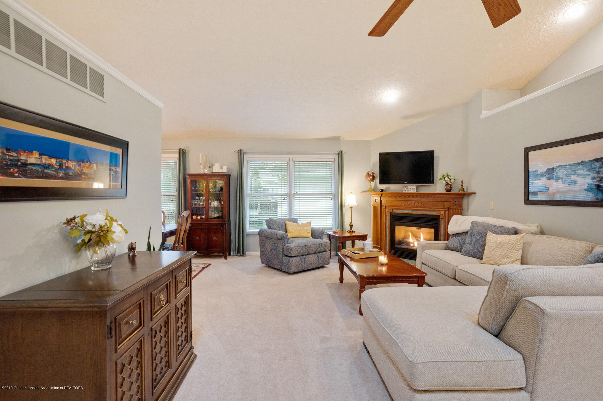 2540 Cunningham Dr - Living Room - 5
