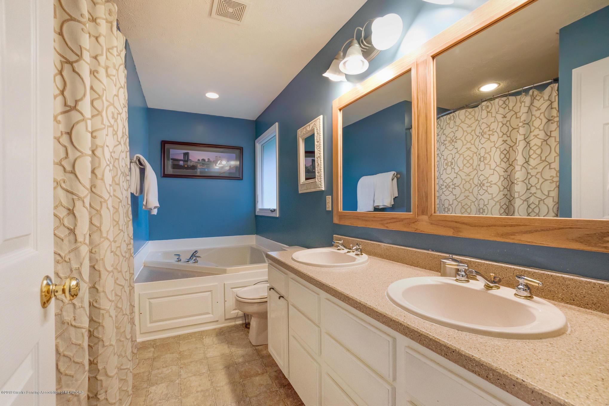 2540 Cunningham Dr - Bathroom - 17