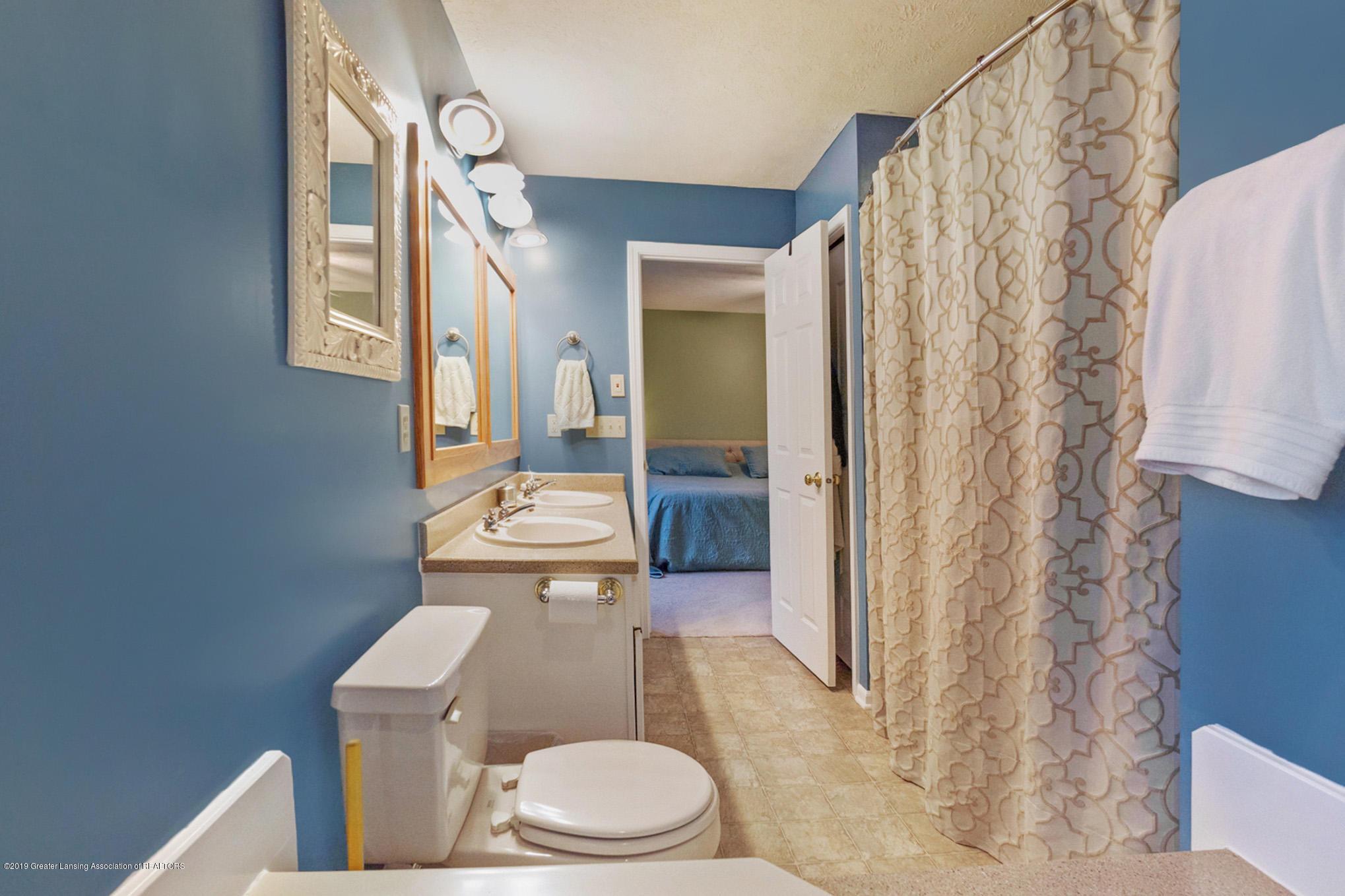 2540 Cunningham Dr - Bathroom - 18