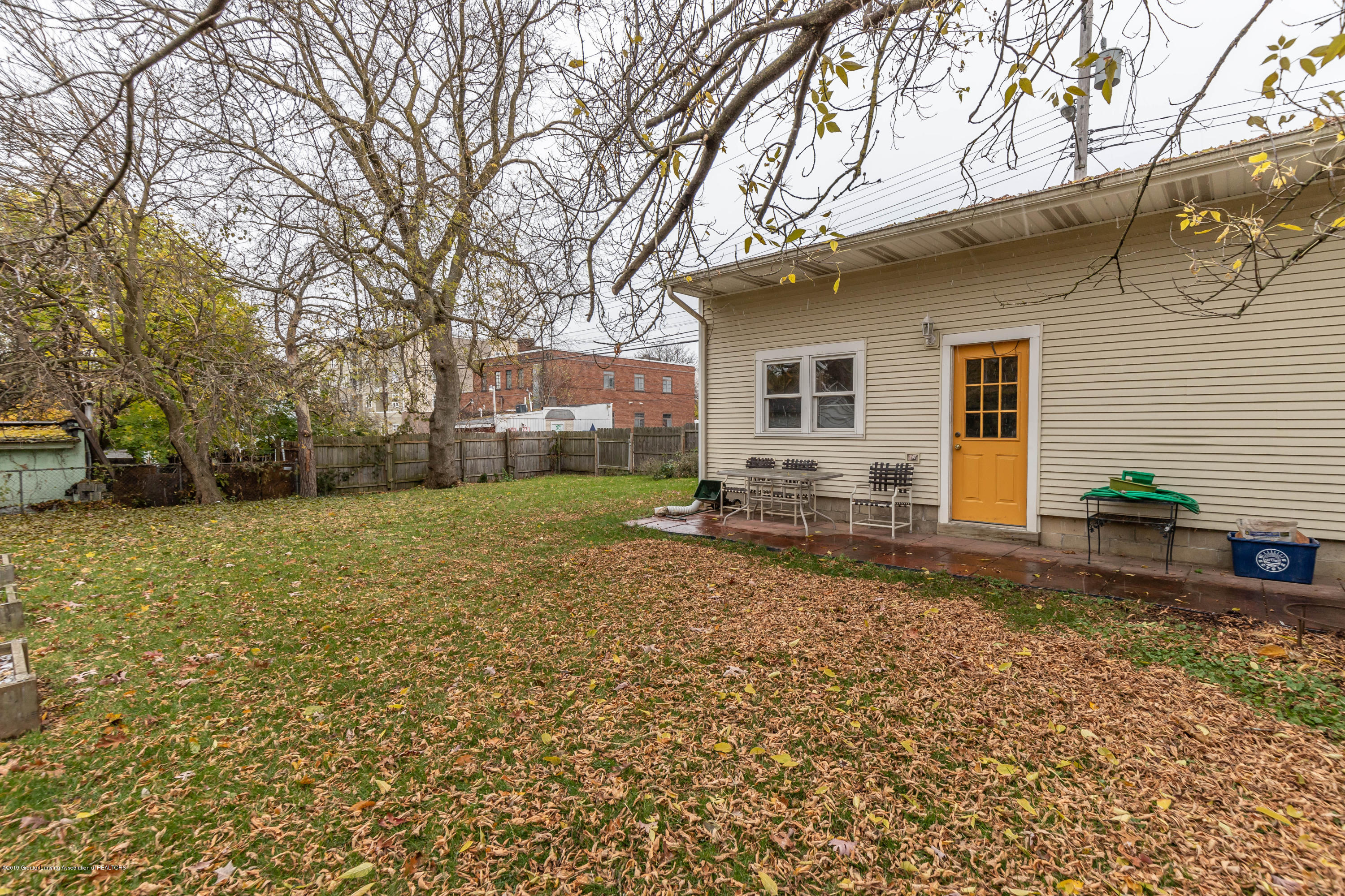 114 S Foster Ave - Yard - 32