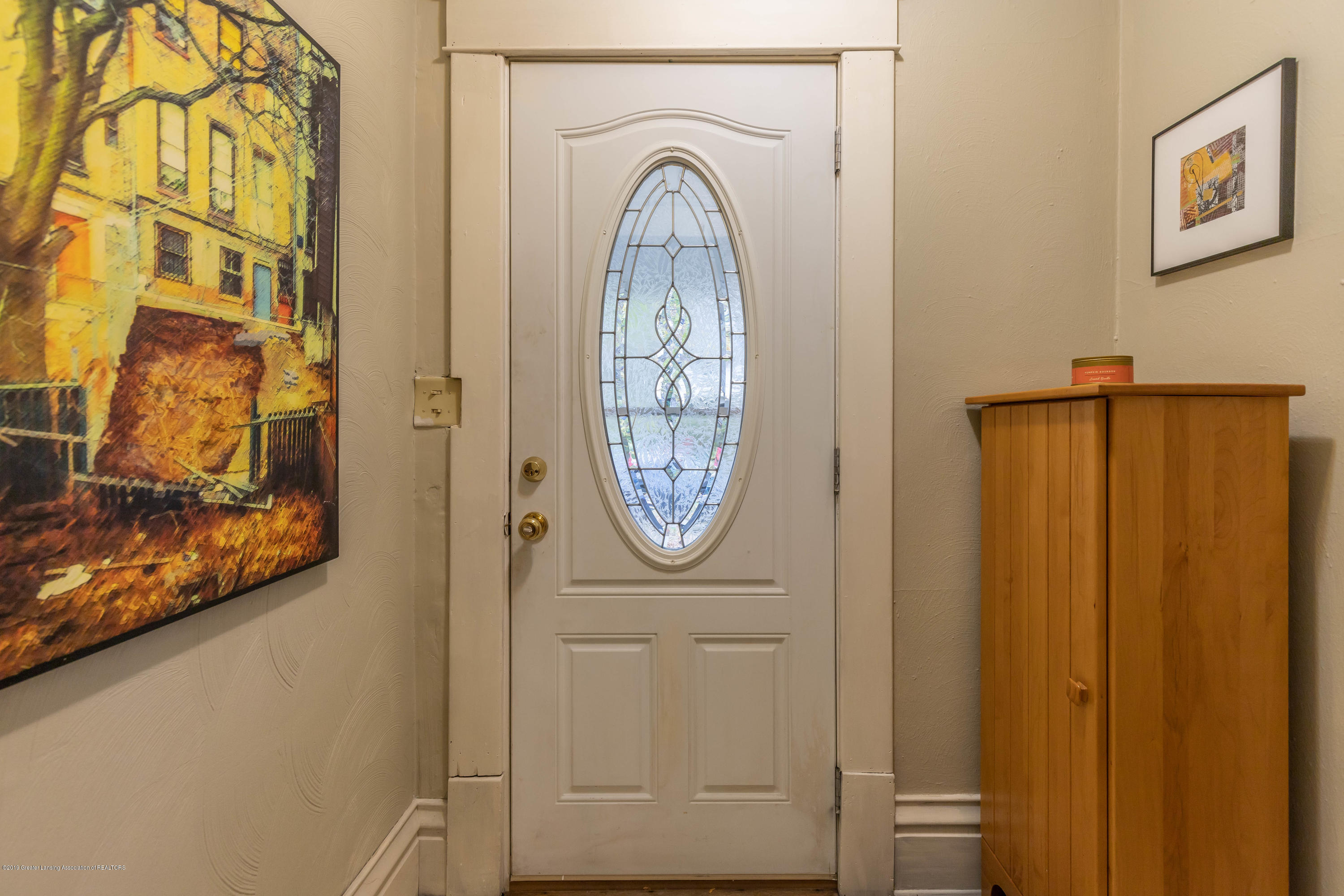 114 S Foster Ave - Foyer - 3
