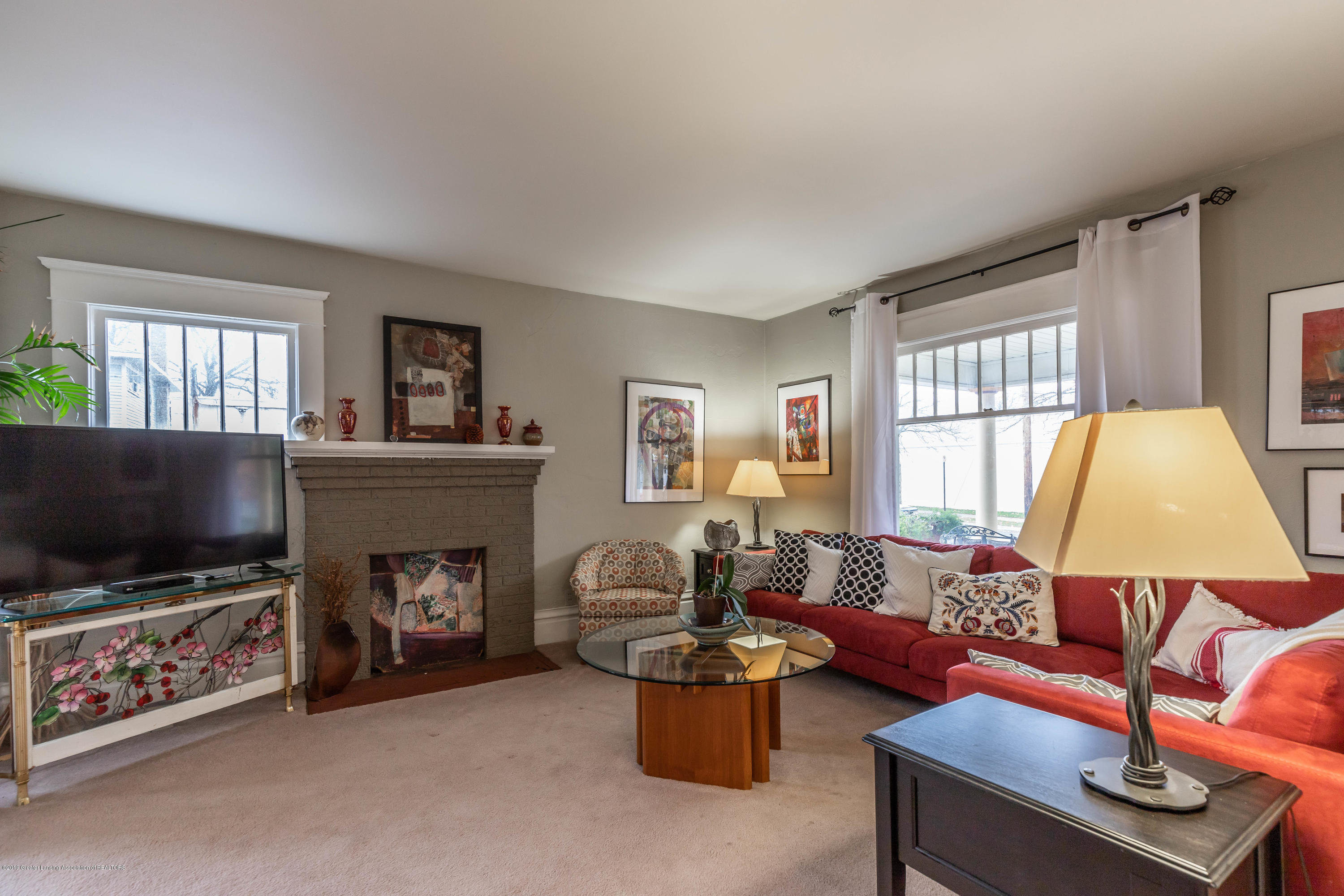 114 S Foster Ave - Living Room - 6