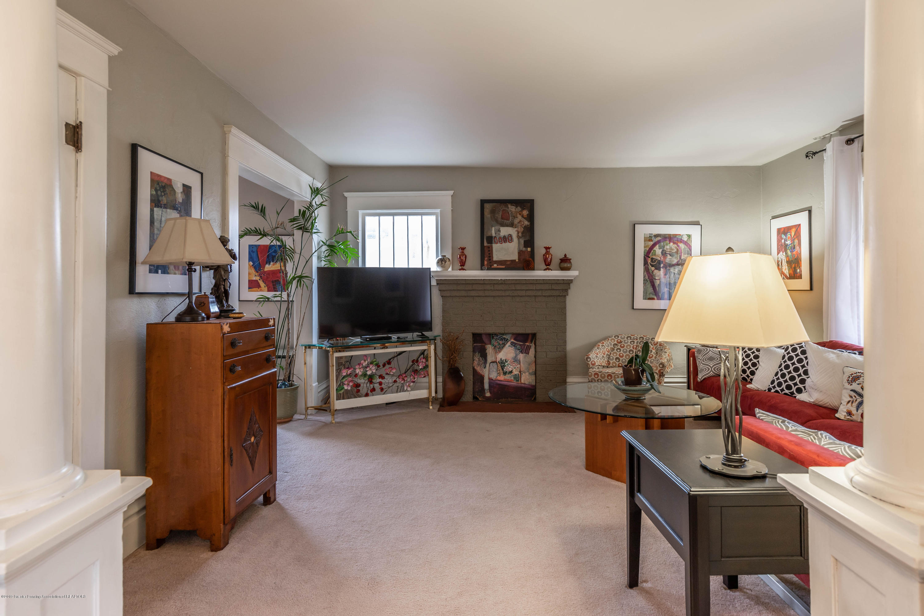 114 S Foster Ave - Living Room - 8