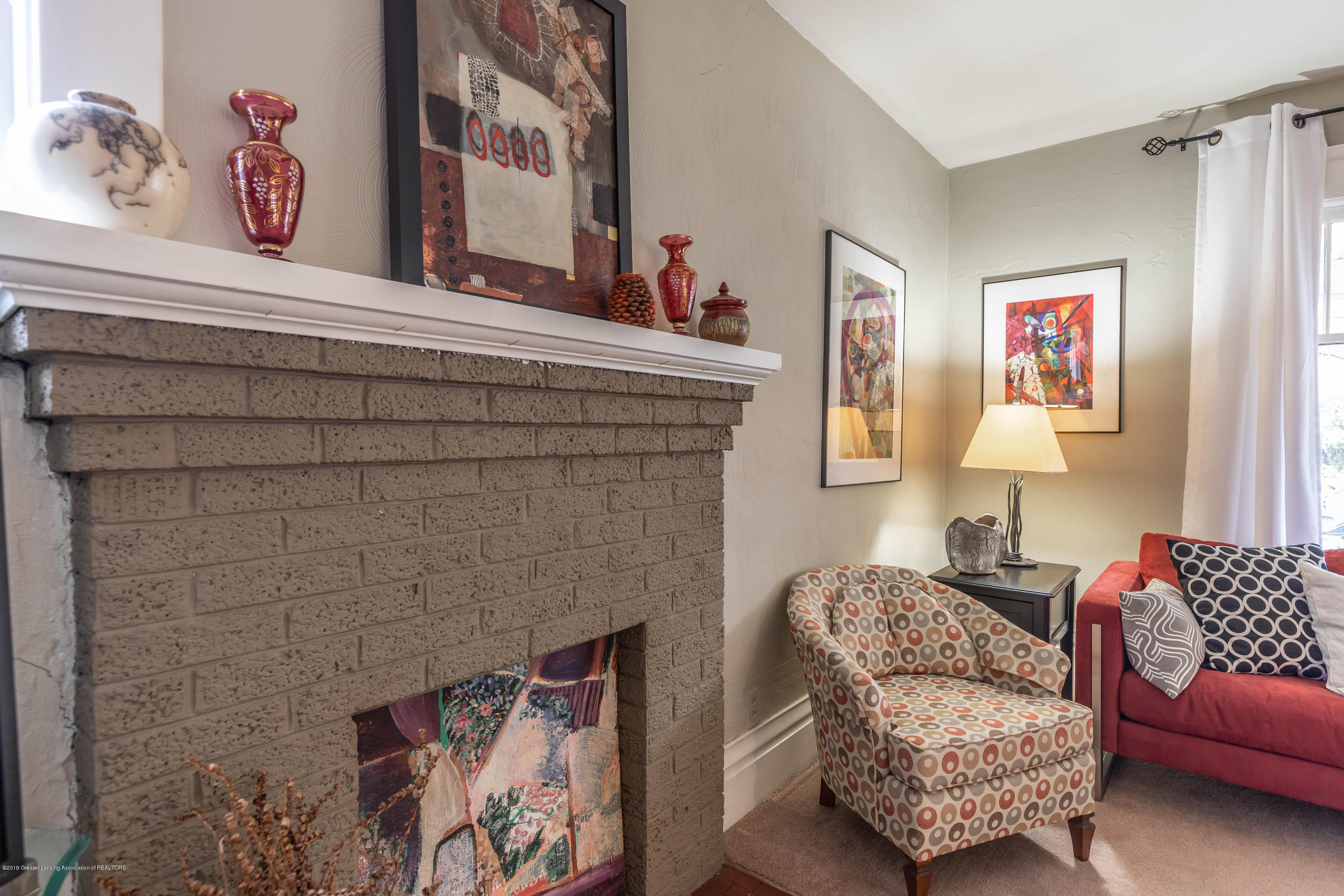 114 S Foster Ave - Fireplace - 9