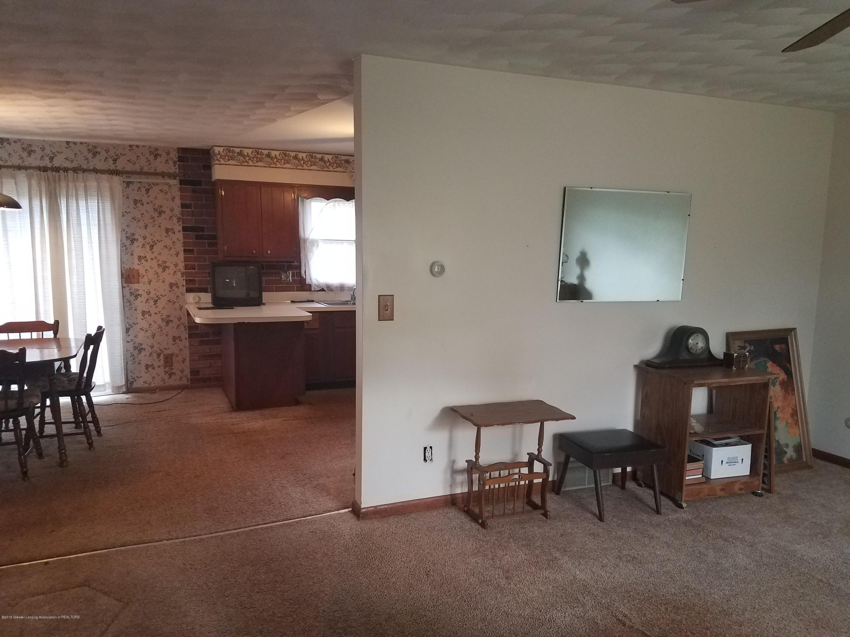 1013 E Walker St - Living Room - 4
