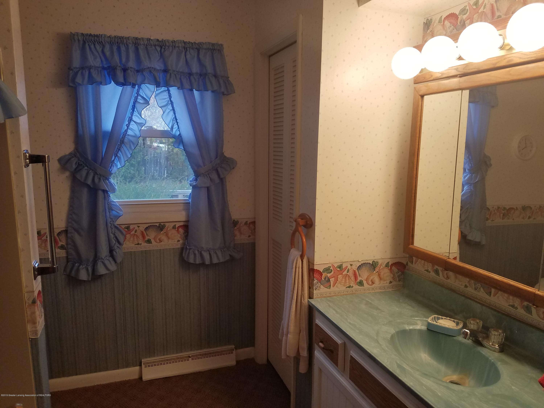 1013 E Walker St - Bathroom - 14