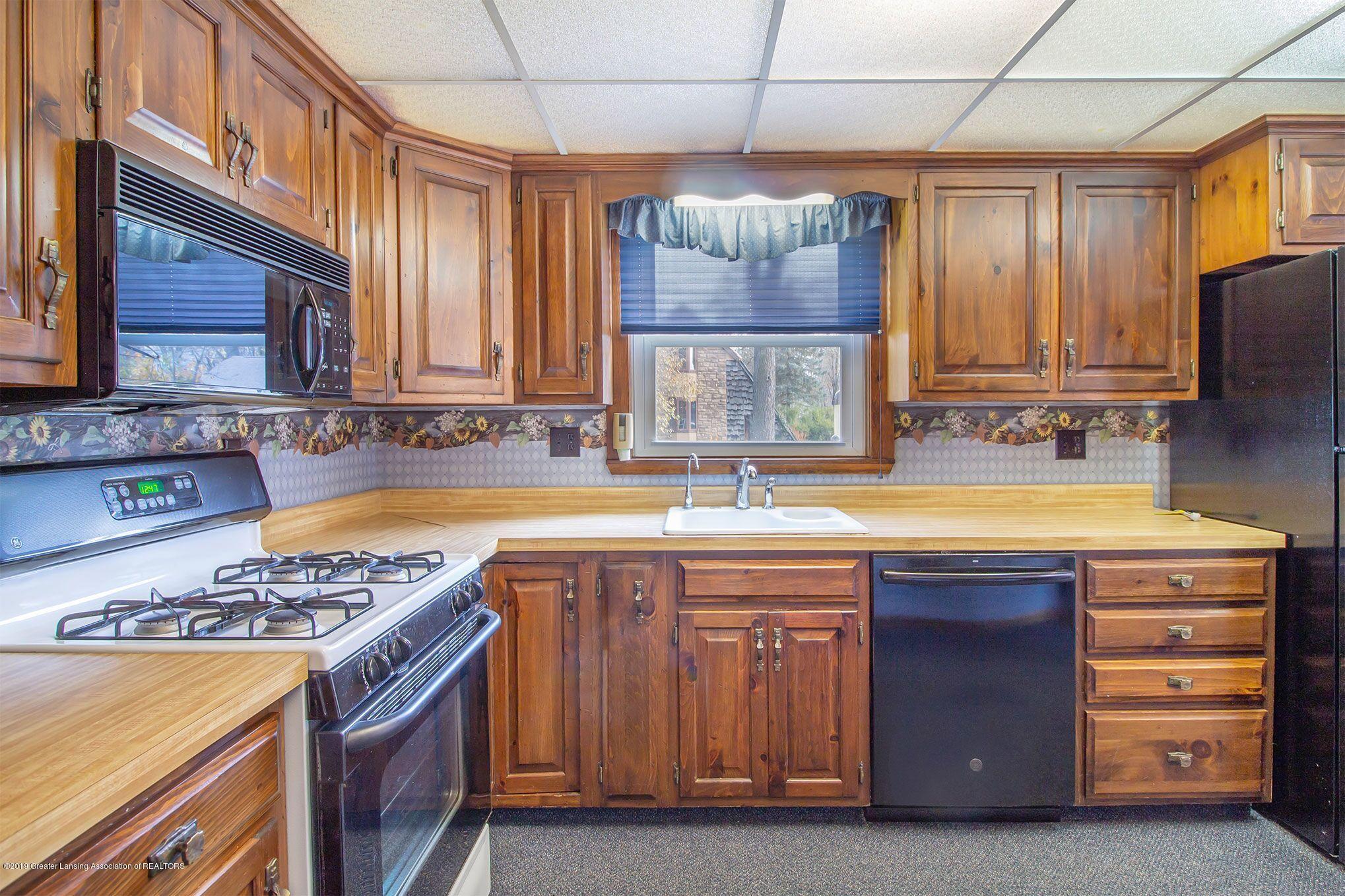 240 Holmes St - kitchen sink - 18