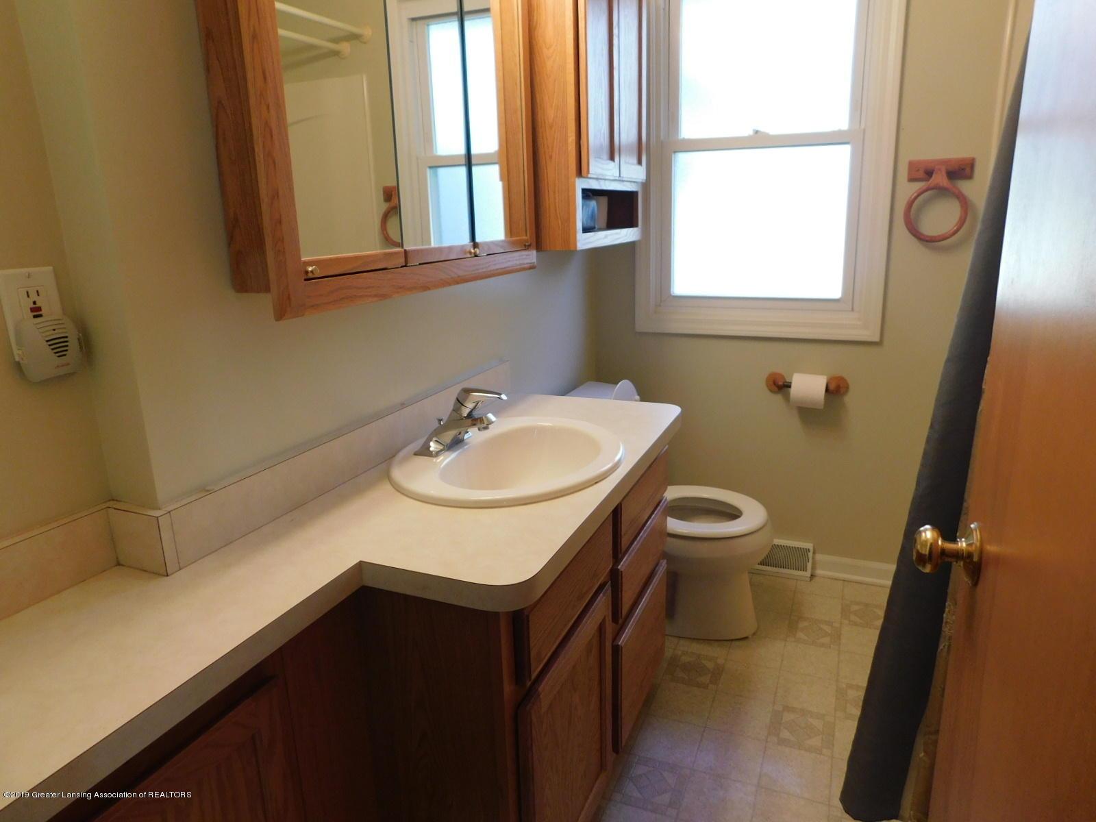306 4th St - bath - 8