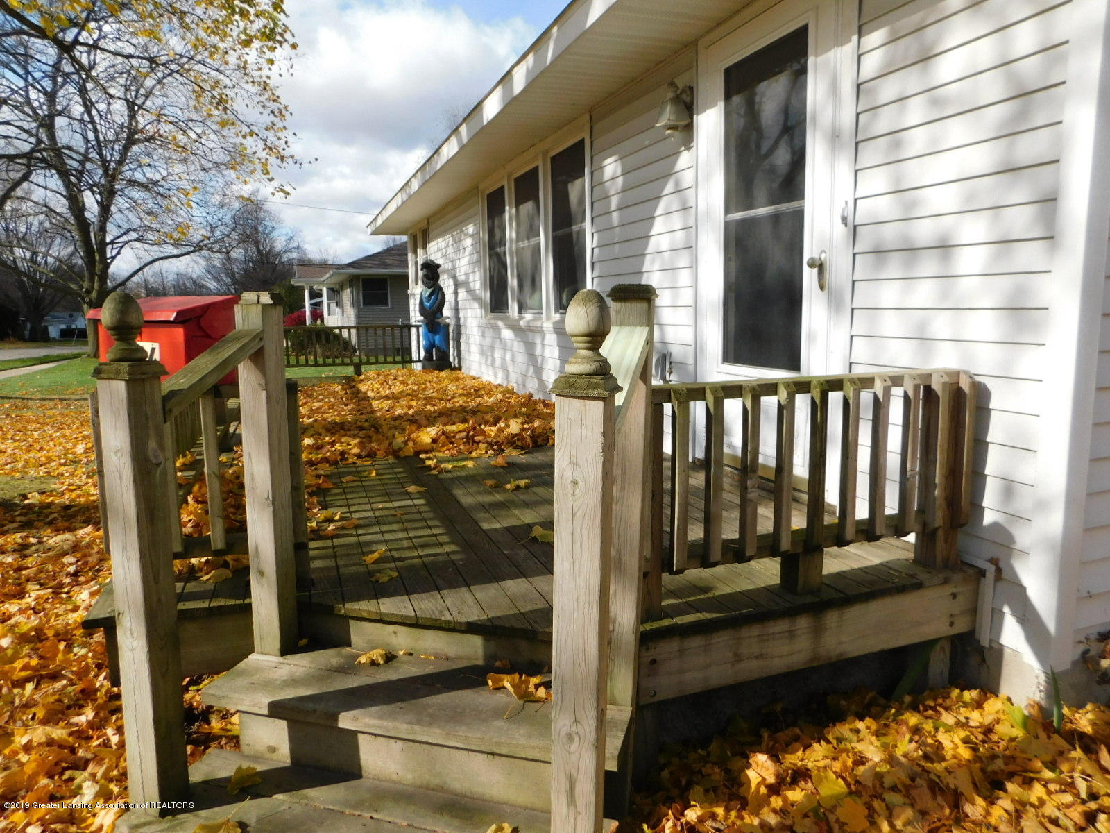 306 4th St - front deck - 3