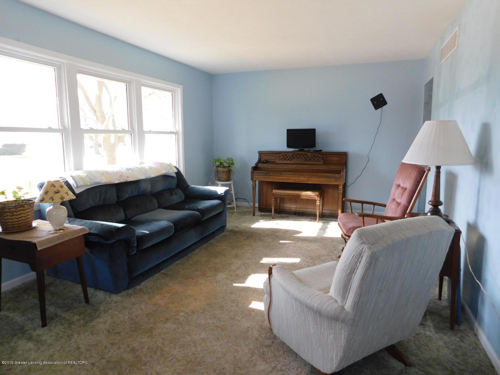 306 4th St - living room - 4