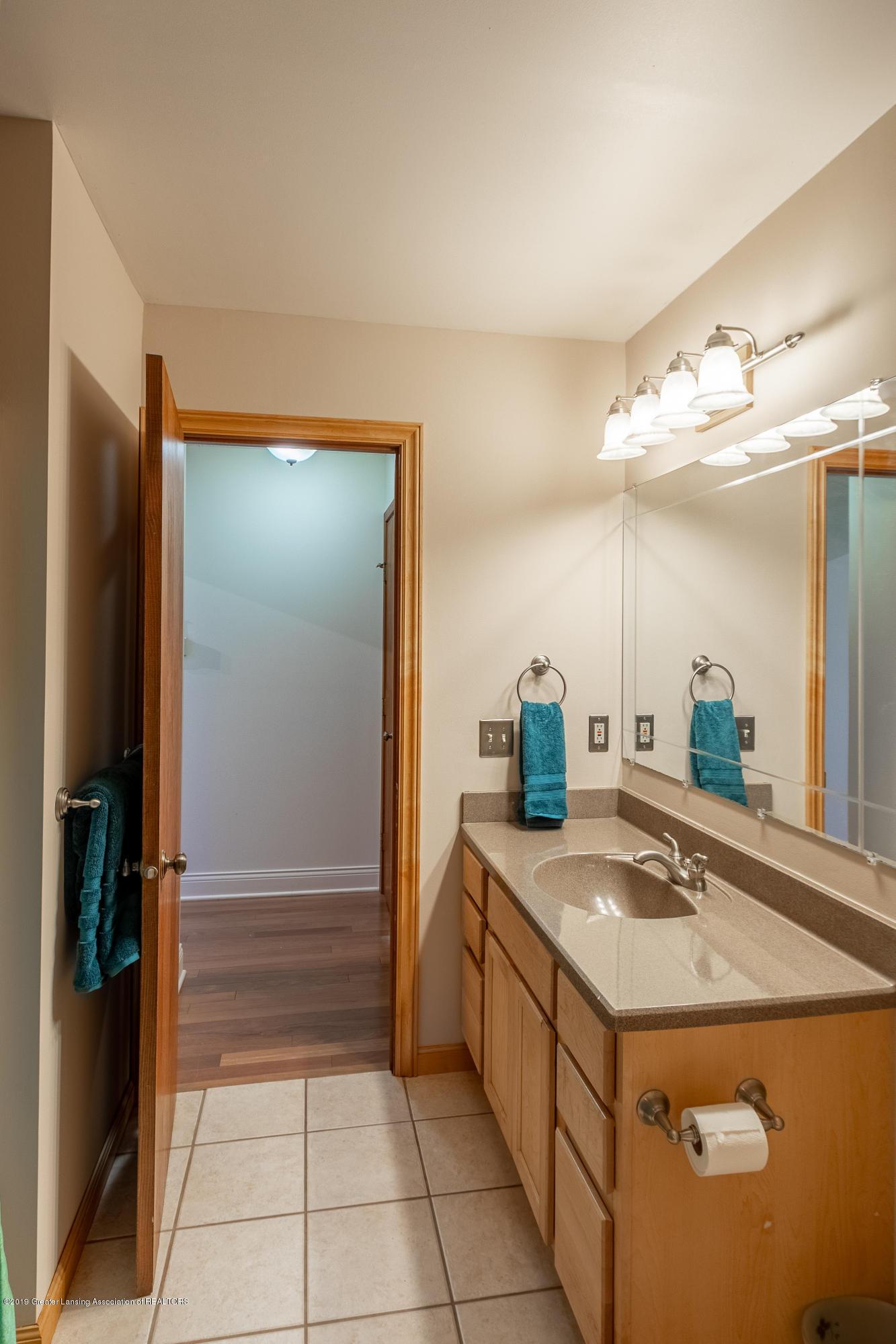 604 E Geneva Dr - Full Bath 1st Floor - 28