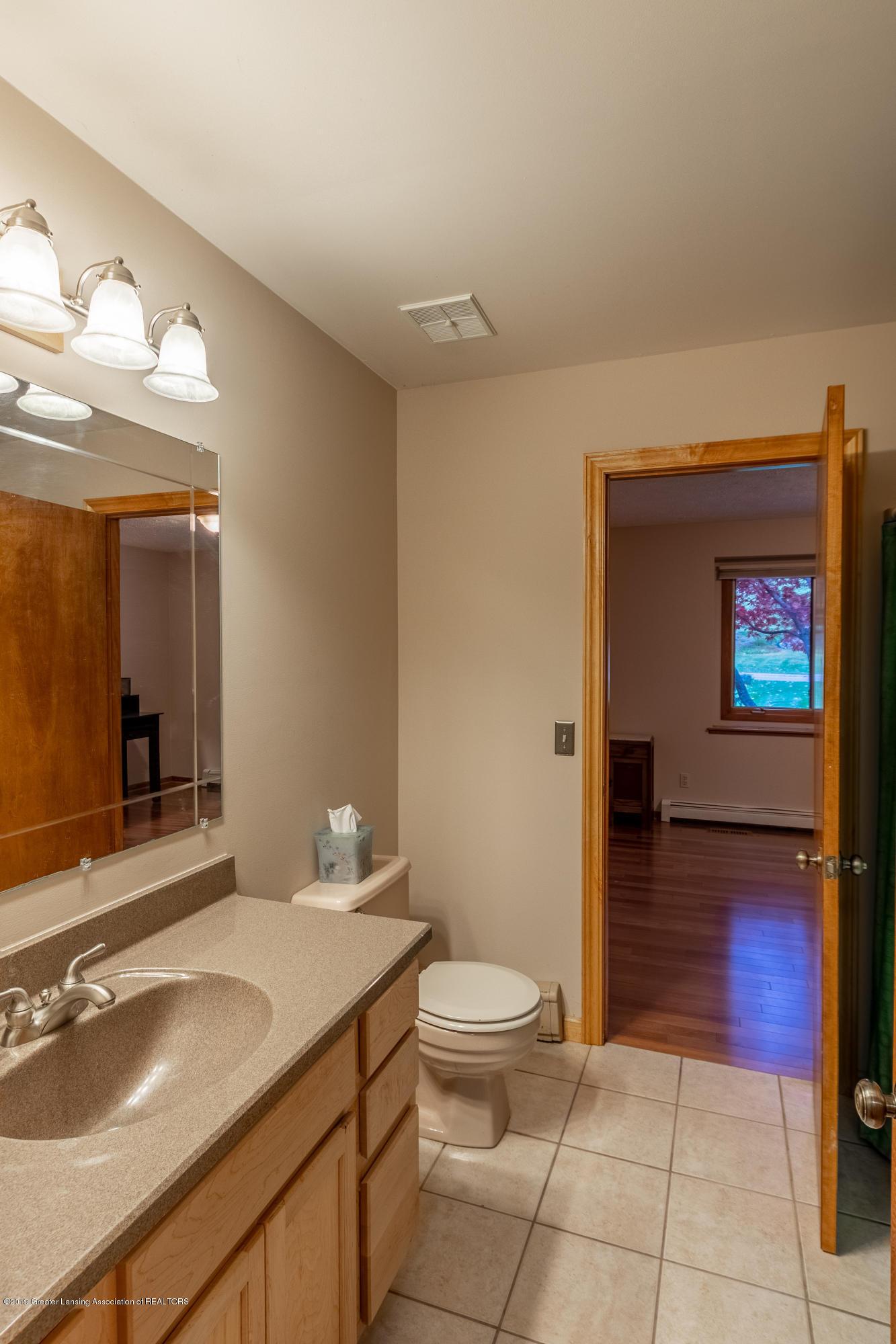 604 E Geneva Dr - Full Bath 1st Floor - 29