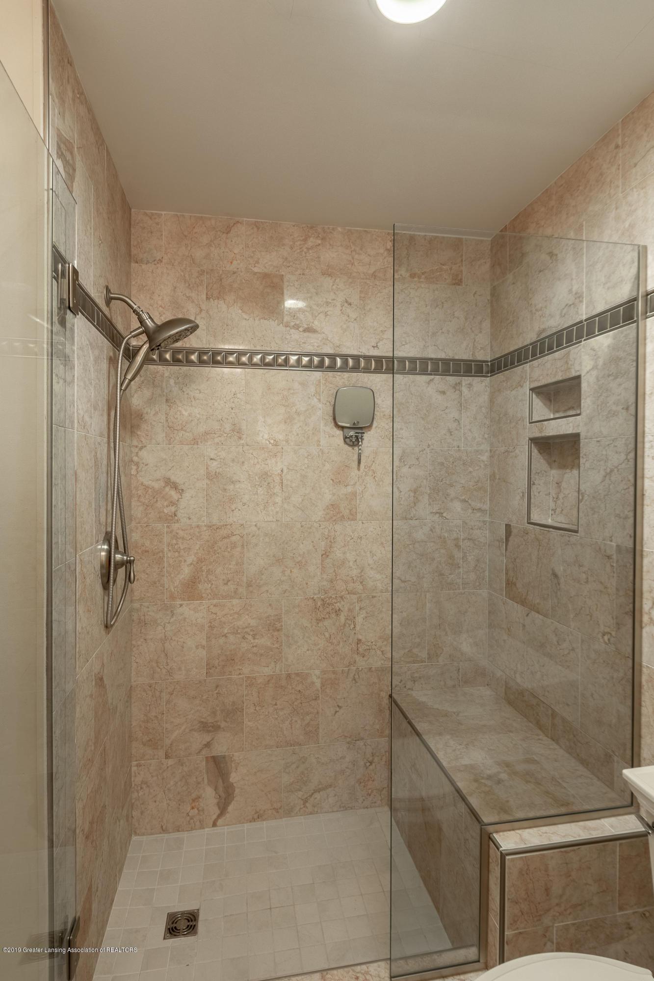 604 E Geneva Dr - Master Bath 2nd Floor - 9
