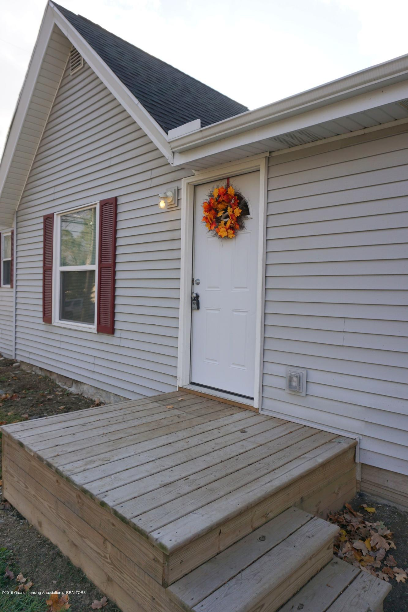 402 W Grand River Rd - 402 Grand River.steps - 10