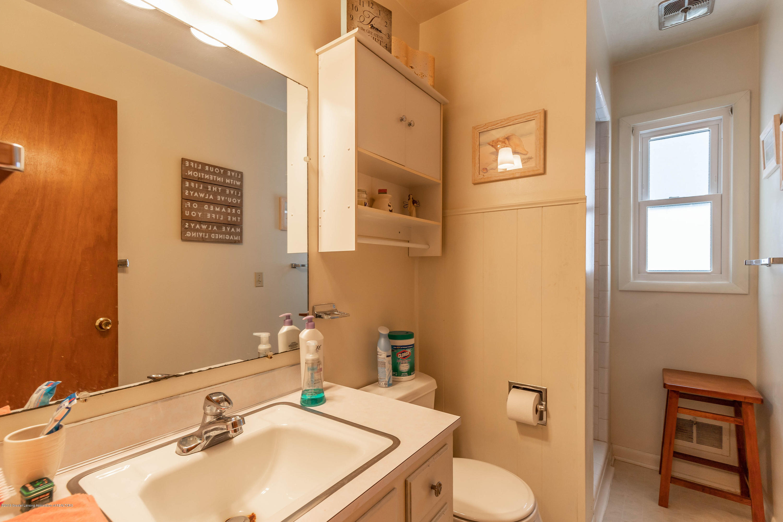 2409 Victor Ave - victorbath(1of1) - 8