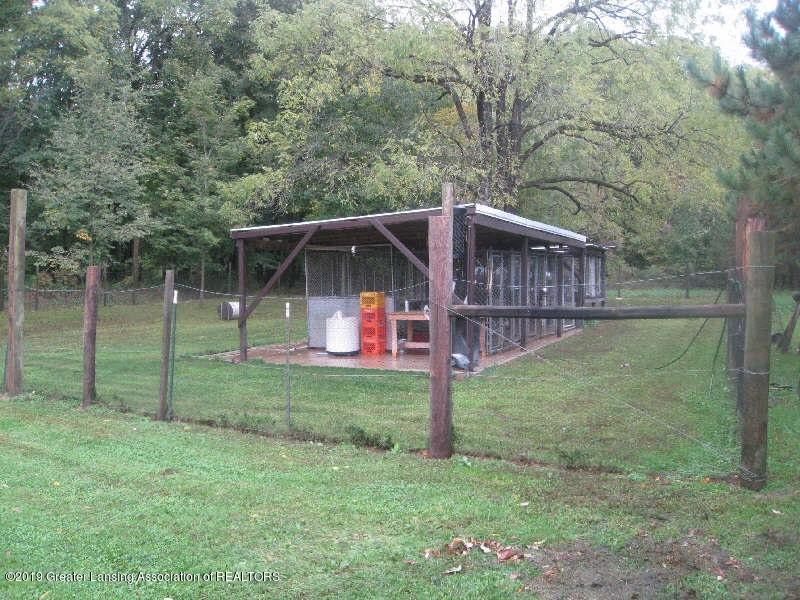 2442 Scout Rd - Dog Kennel - 22