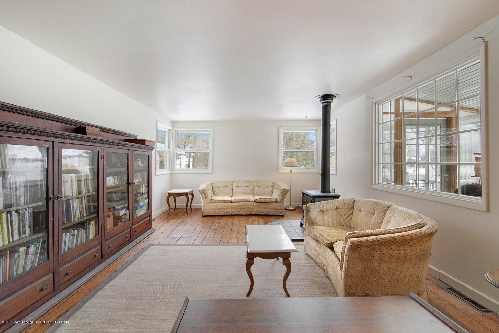 1891 Island Hwy - Living Room - 11