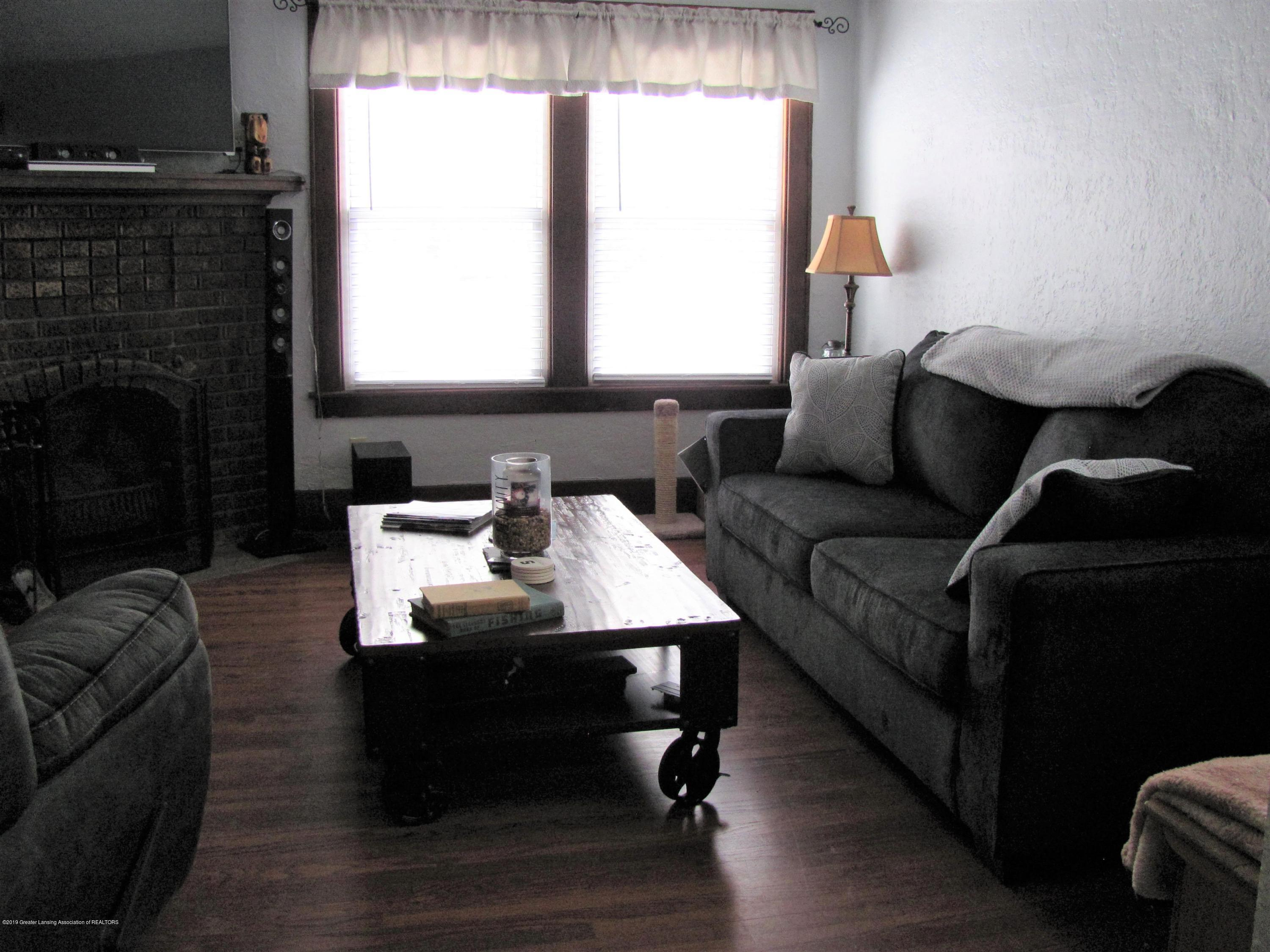 629 N Fairview Ave - Living room - 13