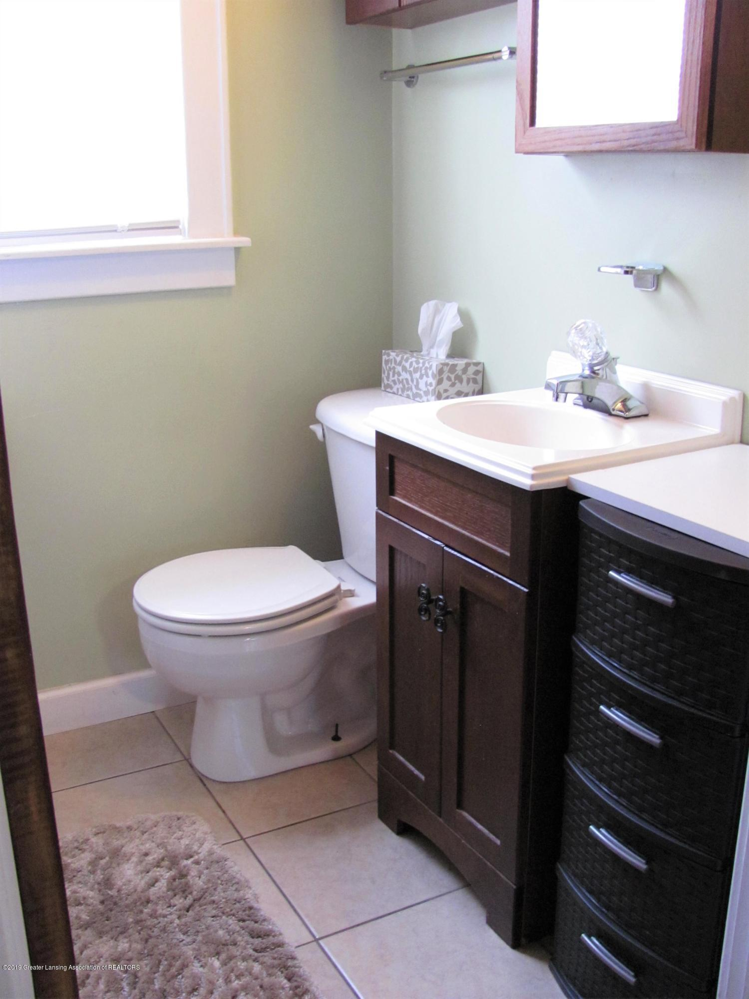 629 N Fairview Ave - Full bathroom - 24
