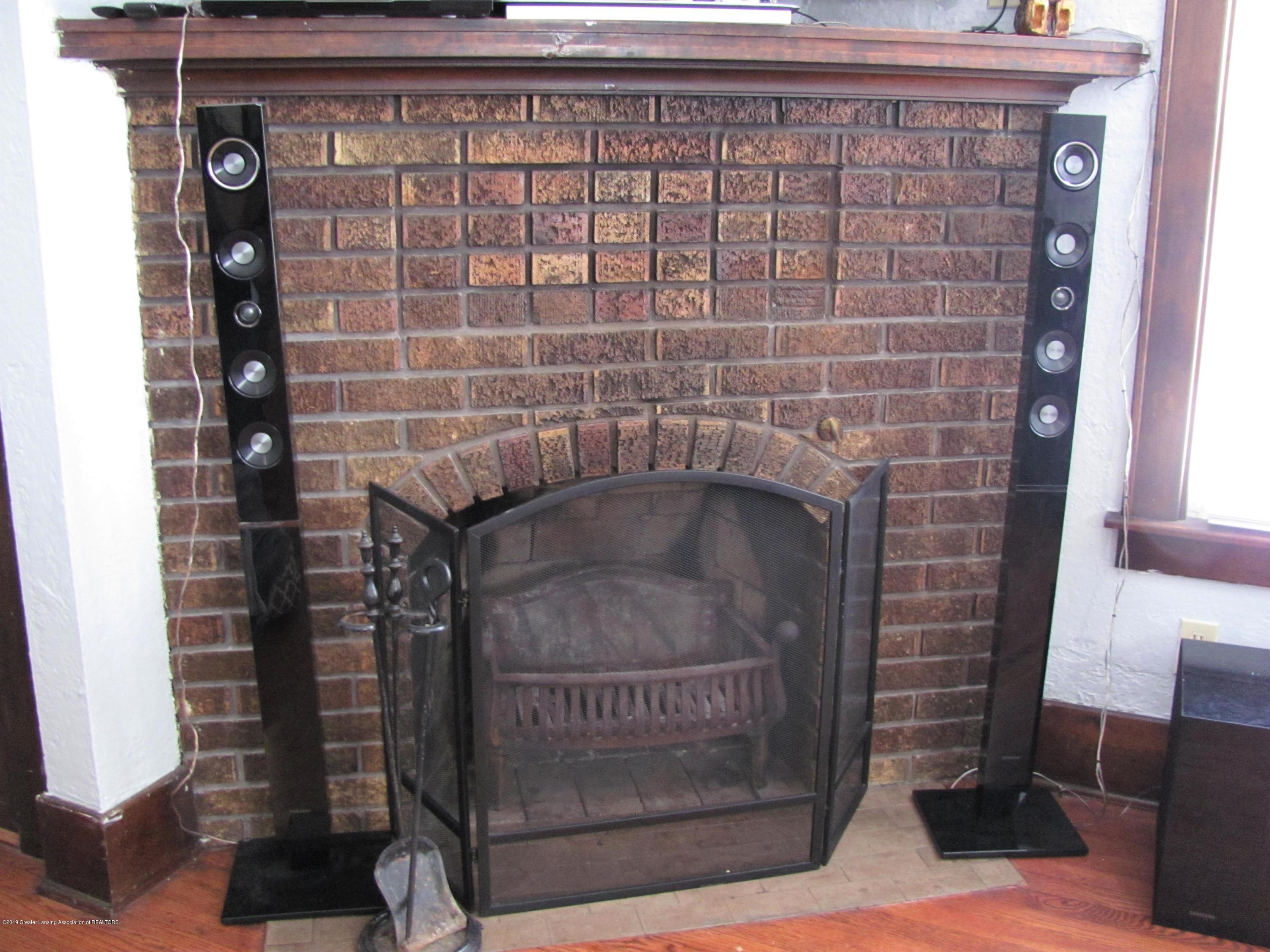 629 N Fairview Ave - Fireplace - 14