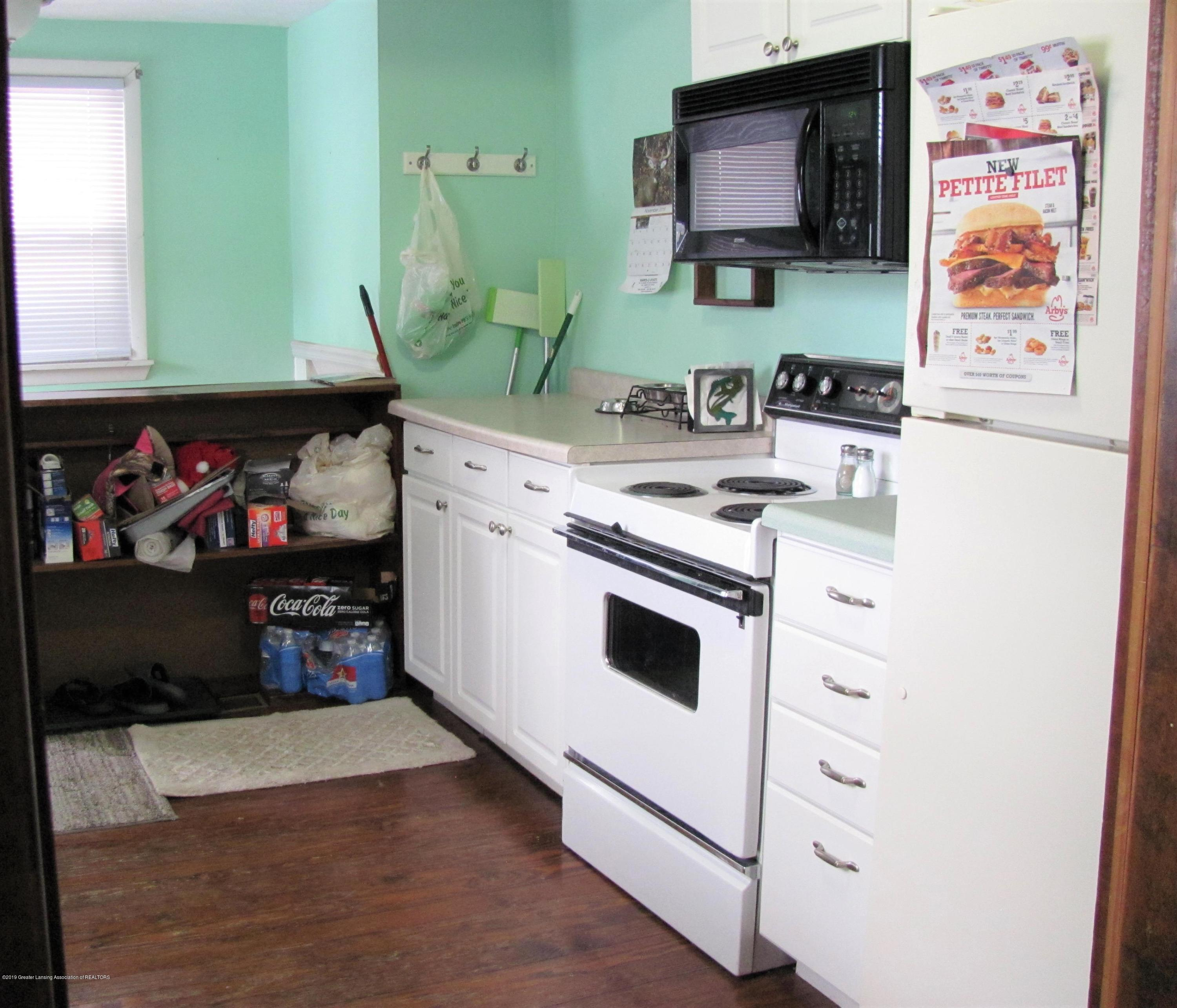 629 N Fairview Ave - Kitchen - 20