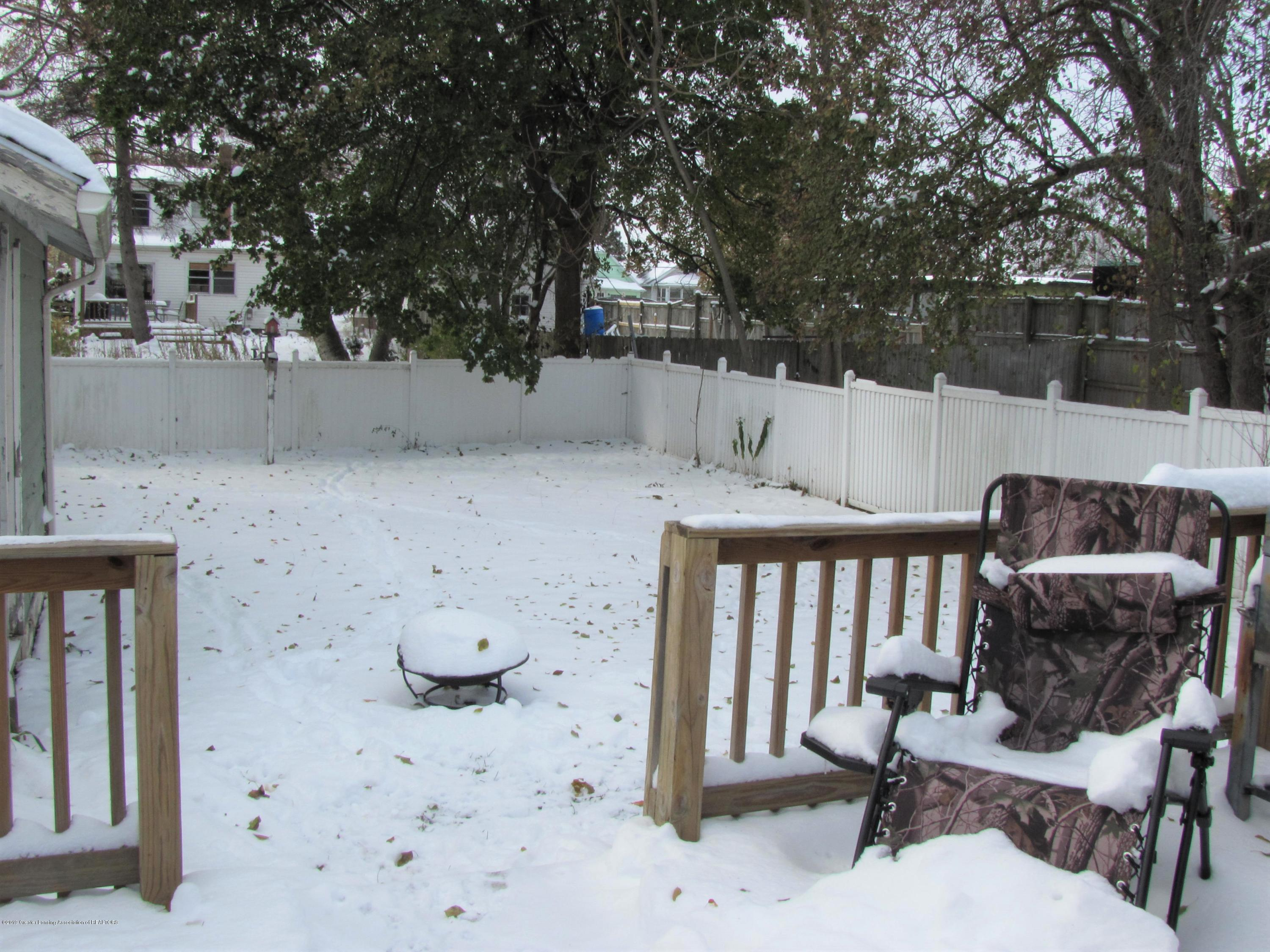 629 N Fairview Ave - Back yard - 7