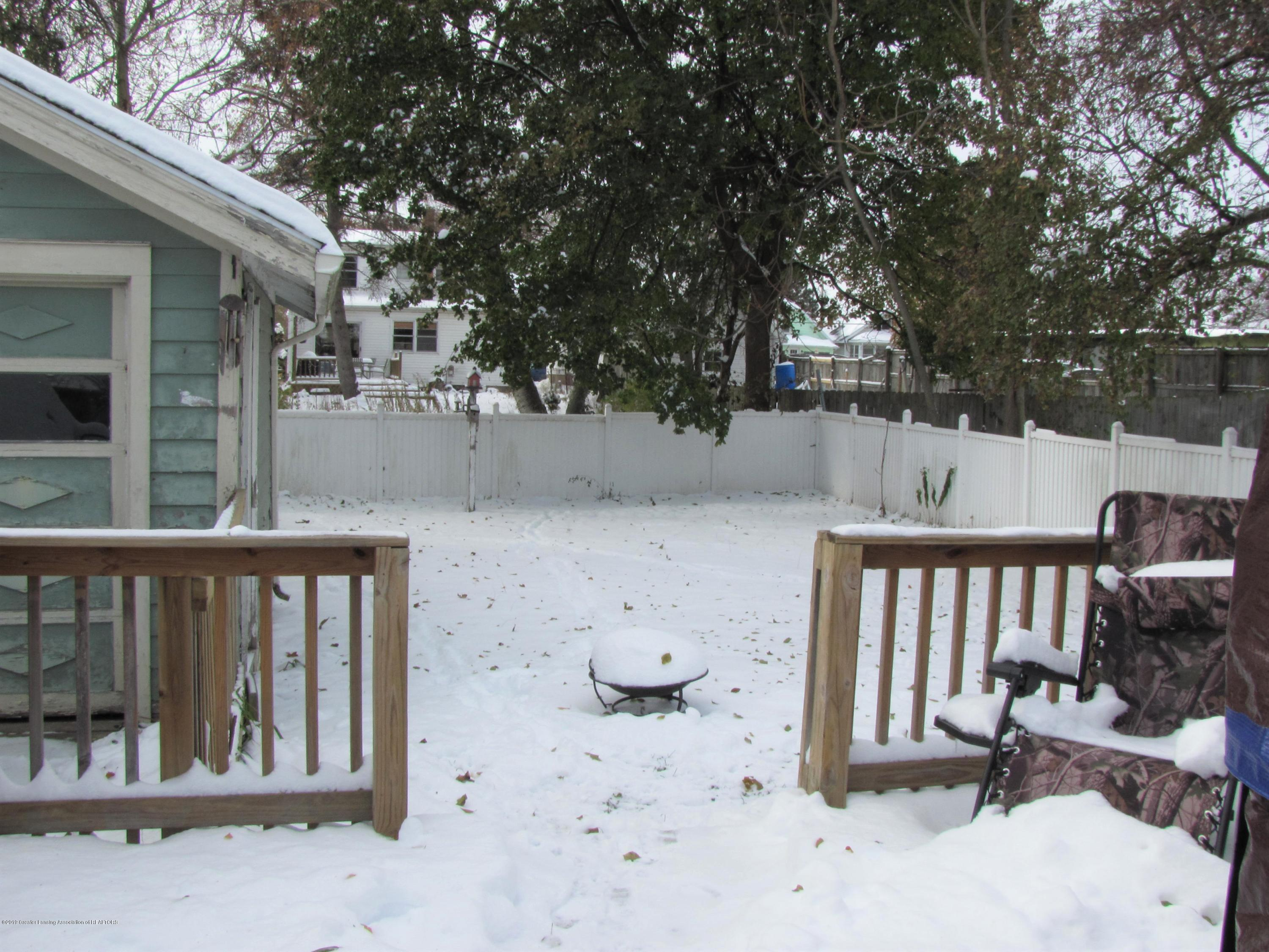 629 N Fairview Ave - Back yard - 6